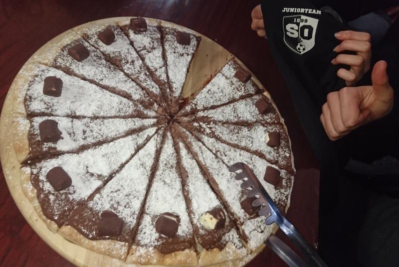 Tolle Belohnung für den Heimdreier - Nutella-Pizza im Bistro
