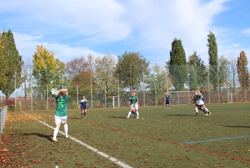 Tolle herbstliche Kulisse und ein spannendes Spiel: So sieht doch ein perfekter Fußballsonntag aus!