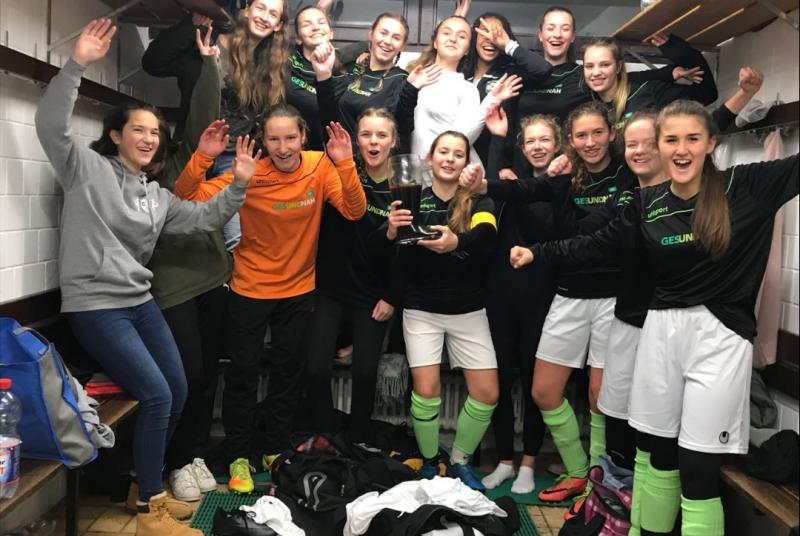 Die Mädels haben den Herbstmeistertitel und den 9. Sieg in Folge sicher!