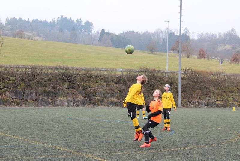 Fiona bewies ihre ganze bisherige Fußballerfahrung und ihre ganze Lufthoheit :-)
